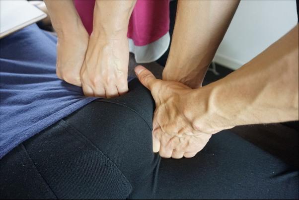 手首を痛めない施術法